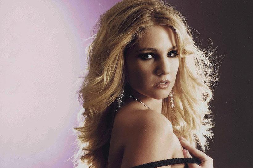 Model: Sabrina Alwang